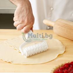 Валяк с резци за направа на мрежа от тесто